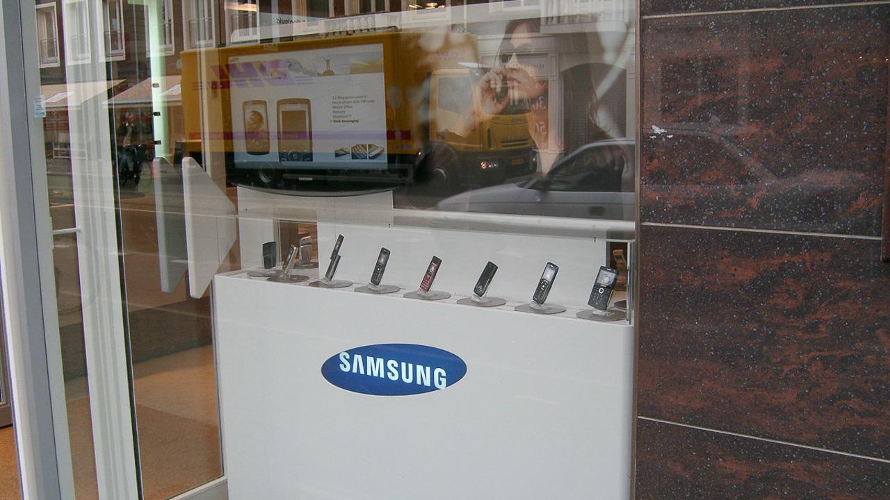 Samsung retail display